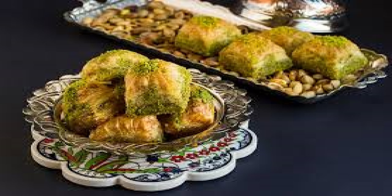 >Indulge That Sweet Tooth With Every Kind Of Baklava You Can Imagine!